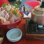 漁港食堂 だいぼ - こがね丸特選定置網丼¥2580    茶漬け用の汁付き
