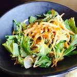 農家食堂 神明そば 慶 - 慶御膳  揚げそばがのったサラダ