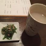 86247455 - 【'18.5】蕎麦湯割とお通しのツナと青菜のやつ