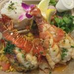 Blue Water Shrimp & Seafood - ロブスターテールのプレート