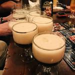 グローストック - このデカグラス7〜8杯も注げたこのビール 一体何リットル入ってるんだ?!笑