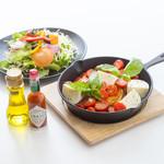 フレンチトースト専門店 BREAK - 【長良限定】【暖春限定】完熟トマトのマルゲリータフレンチ
