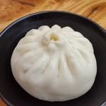 大明担担麺 - 料理写真:大明醤肉包子。