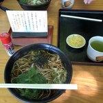 奥高尾 細田屋 - かけそば(温)、750円。