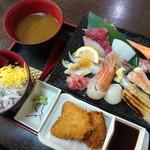 86256913 - 上・海鮮丼御膳(1,380円)