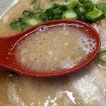 翔天食堂 - 塩気のあるスープに背脂の甘み