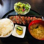 天狗屋 - レアステーキ定食