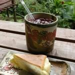 Cafe ichara - クリームレアチーズケーキとハイビスカスティー