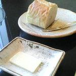 鎌倉山 横浜スカイビル店 - パンが大きなカットで外はカリッと中はふんわりで美味しい