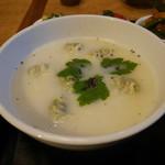 茉莉花 - 旬菜と三元豚の豆乳スープワンタン