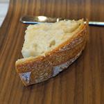 サンプリシテ - 自家製のパン