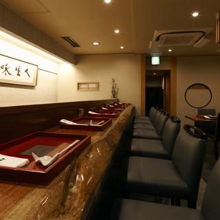 職人技を目で愉しむ特等席から、寛ぎ空間までご用意しております