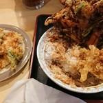 天ぷら みかわ - 取り分け皿に別けて、かき揚げだけでも大きい