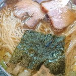 86279294 - 緩やかウェーブの細麺、バラチャー、海苔、細切りのメンマ(シナチク)