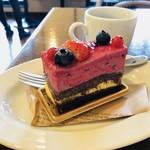 築地テラス - カシスのケーキ500円