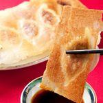 春香園 - 料理写真:【名物★羽根付餃子320円(5コ)】 厳選した食材を使用し、皮は手造り。パリッとした焼き面と、モチモチの皮、一口食べると旨味スープが出てくる自慢の餃子!お持ち帰りもOK♪