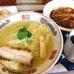 咲 - 料理写真:塩ラーメンとミニカツカレーのセット