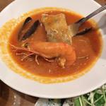 AOYAMA Mar Mare - 魚貝の味がタップリでエビも大きい!ブイヤベースは、カロリー控えめで満足できる。