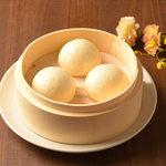 逸品飲茶縁茗 - 卵黄あん入り蒸し饅頭