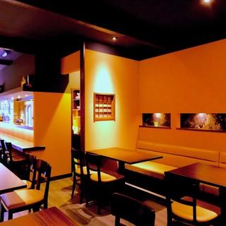 落ち着きのあるカフェ空間でオトナ時間を。大人数20名程度可!