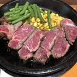 いきなりステーキ - 肉内部はレア状態‼︎
