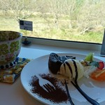ポム ド テール - コーヒーとチョコレートケーキ