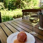 86293414 - トマトのファルシーサラダ&白ワイン