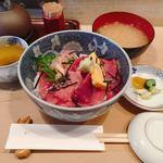 割烹 和知 - 鉄火丼 @1,100円 ごはんは少なめでオーダーしても十分な量。 お椀はしじみのお出汁が効いていて、素朴な味噌のコクがおいしい。お椀はお替りも可能。