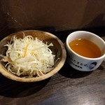 1ポンドのステーキハンバーグ タケル - サラダ&スープ