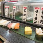 すし将軍 - メガスペシャルは、寿司12貫・手巻き1本・味噌汁が付いて980円(税抜)。