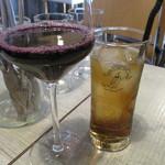 86298951 - グラスワインとジンジャーエール