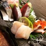 洋楽いし井 - 新鮮な季節の魚の刺身盛合せ