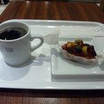 デリカフェ・キッチン オオサカ ミドウ - コーヒーと一緒に