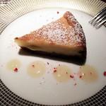 86300571 - チーズケーキ。手前のソースははちみつです。
