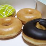 クリスピークリームドーナツ - メロンクリーム、オリジナル・グレーズド×2、チョコグレーズド