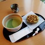 あずき庵 - 料理写真:「お抹茶セット (300円)」