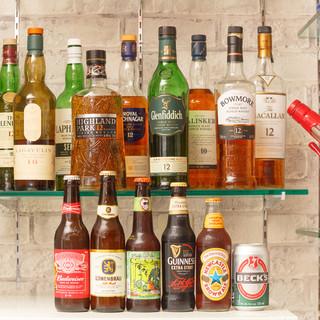 豊富な種類のビールやウィスキー・ワイン等が揃う酒場♪