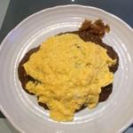 86306764 - ドライカレーオムレツのせ 卵オープン