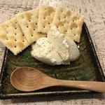 86307762 - 自家製チーズとうふ プレーン(390円)