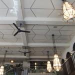 カフェ ラ・ボエム - キッチンは2階にあるようです。