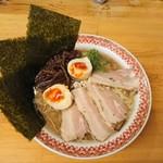 駅前豚骨ラーメン ニネンヤ - ニネンヤラーメン(黒)790円