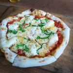 MOMOの石窯ピザ - 料理写真:クワトロフォルマッジ