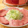 大山ホルモン - 料理写真:食べ応え満点の厚切りタンを味わう『牛タン塩』