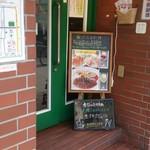 サラダの店サンチョ - 店入り口