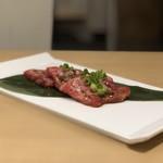 焼肉とんび - 上カルビ(ハーフ)