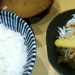 博多呑喰処 天から - 定食のご飯、サラダ、味噌汁