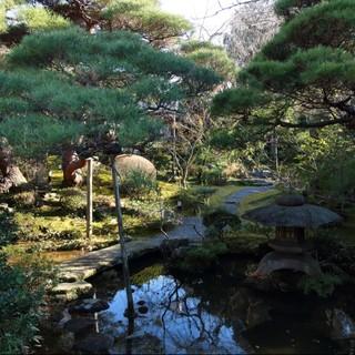 色褪せることなく美しい、名庭師による伝統の池泉回遊式庭園