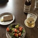 シーキャッスル - サラダとドイツパン、ビール