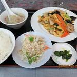 牡丹亭 - 料理写真:豚肉とキクラゲ玉子炒め(定食,全景)