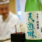焼鳥 おみ乃 - 大将が飲みたい日本酒を選んでもらい代わりに飲む